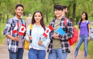 عکس چند دانشجوی کانادایی